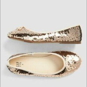 NWOT Gap girls gold shoes, size 11.